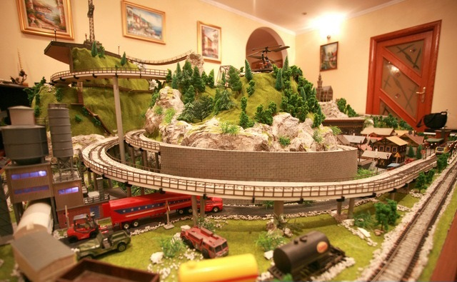 Wonderful HO Scale Model Train