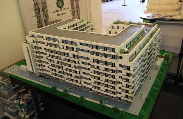 Scale apartment building